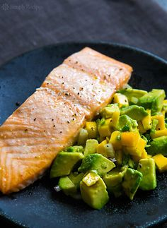 Low Unwanted Fat Cooking For Weightloss Baked Salmon With Avocado Mango Salsa Oven-Baked Salmon Filets Served With Avocado, Mango, Chile, Lime Salsa. Mango Avocado Salsa, Mango Salsa Recipes, Guacamole, Avocado Pasta, Healthy Salmon Recipes, Fish Recipes, Seafood Recipes, Cooking Recipes, Salads