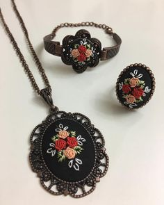 Sandra Bernardo's media content and analytics Hand Embroidery Flowers, Embroidery Jewelry, Hand Embroidery Patterns, Fabric Jewelry, Boho Jewelry, Jewelery, Handmade Jewelry, Crochet Elephant, Brazilian Embroidery