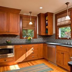 Trendy Kitchen Backsplash With Oak Dark Countertops Maple Cabinets Ideas Oak Kitchen Cabinets, Oak Kitchen, Kitchen Remodel, Elegant Kitchens, Honey Oak Cabinets, Craftsman Kitchen, New Kitchen Cabinets, Kitchen Renovation, Kitchen Design