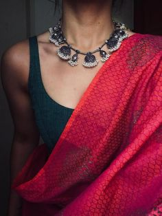 Buy Silver Rings - Buy Silver Rings Source by swethaanirudh - Trendy Sarees, Stylish Sarees, Dress Indian Style, Indian Dresses, Indian Outfits, Indian Accessories, Saree Accessories, Saree Jewellery, Sari Dress