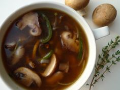 Paddestoelensoep This mushroom soup is a nice appetizer for the Christmas dinner. The soup is on the table in half an hour. Onion Soup Crockpot, Crock Pot Soup, Chowder Recipes, Soup Recipes, Yummy Recipes, Recipies, Salmon Mousse Recipes, Peanut Stew Recipe, Creamy Mushroom Soup