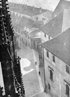 luzfosca: Josef Sudek The Noblewomen's Residence seen from the Cathedral Roof, Undated From Poet of Prague: A Photographer's Life Vintage Photography, Art Photography, Josef Sudek, Foto Art, Great Photographers, Great Photos, Black And White Photography, Vintage Photos, Cathedral