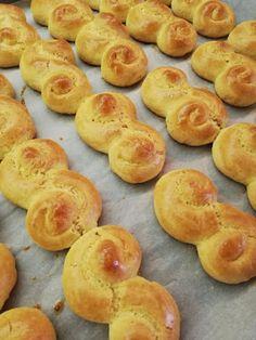 Koulourakia Recipe, Greek Cookies, Pastry Cook, Greek Sweets, Biscotti Cookies, Easter Projects, Greek Recipes, Doughnut, Biscuits