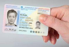 Plasterk overhandigt eerste elektronische identiteitskaart - http://infosecuritymagazine.nl/2016/02/15/plasterk-overhandigt-eerste-elektronische-identiteitskaart/