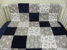 Gray deer prints are paired with gray arrows and accented with navy blue.  Rail Guard measures 50 x 17 (folds over about 8 on each side of rail.) Name personalization optional; not included in price. Add a name or monogram here: https://www.etsy.com/shop/BabyBeddingbyJBD?ref=hdr_shop_menu&section_id=14667340  Minky Dot Navy Sheet  Double Pleated Crib Skirt has 4 sides and 17 drop  40 x 52 Patchwork Blanket  Add matching side rail guards here: (choose 17 size with piping)…