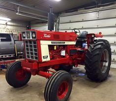International Tractors, International Harvester, Mario Silva, Biggest Truck, Farm Paintings, Future Farms, Red Tractor, Classic Tractor, Crawler Tractor