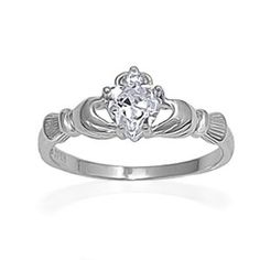 claddagh ring. so gorgeous!