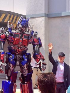 Steven Spielberg walks the red carpet with Optimus Prime for TRANSFORMERS: The Ride - 3D!