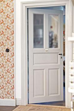Dörrar: Byggfabriken – modern byggnadsvård Limo, Scandinavian Interior, Boy Room, Country Style, Beams, Tall Cabinet Storage, My House, Toilet, Doors