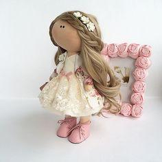 куколка сшита на заказвысота 26см#кукла #куклаизткани #текстильнаякукла #интерьер #интерьернаякукла #авторскаякукла #авторскаяигрушка #хендмейд #своимируками #игрушка #dollhandmade #decor #handmade #шеббишик