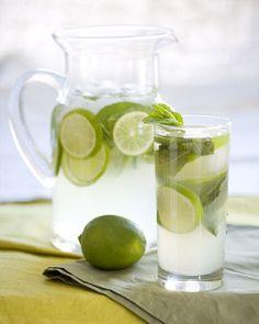 Aproveite o verão para   se deliciar com  sucos e drinks. Na Domi você encontra diversos tipos de copos e taças. http://www.domi.com.br/copos-e-tacas-102.aspx/u
