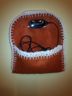 telefon töltő tartó filcből, gyorsan elkészíthető