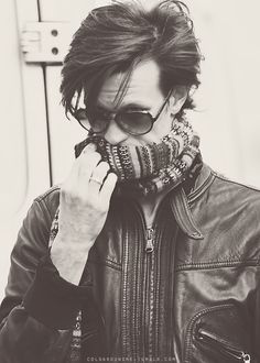 """Amazing British hair example Matt """"I wear your grandpa's clothes"""" Smith. I'm sure people would pay to know. Geronimo, David Tennant, James Bond, Beautiful Men, Beautiful People, Absolutely Gorgeous, Matt Smith Doctor Who, Love Me Better, Robert Smith"""