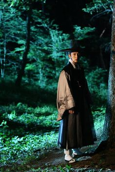 """""""Scholar Who Walks The Night"""" Releases First Stills Of Lee Jun Ki 