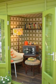 1950s style retro potting shed