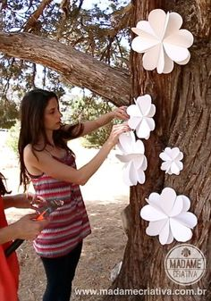 .❥ Paper Flowers Decor - We made the flowers and decorated my sister's wedding! See the tutorial and pictures on Madame Criativa - .❥