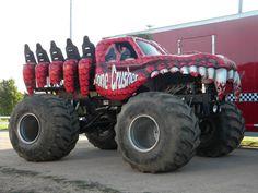 Risultati immagini per monster truck Monster Truck Jam, Monster Track, Monster Car, Jeep Pickup, Pickup Trucks, Terrain Vehicle, Old Tractors, Truck Camping, Toy Trucks