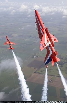 One of the few new manoeuvres of the Red Arrows for the 2007 display season is the 'Palm Tree Split' as seen here from 'Red - Photo taken at In Flight in England, United Kingdom on March Air Fighter, Fighter Jets, British Aerospace, Raf Red Arrows, Airplane Crafts, Aircraft Pictures, Royal Air Force, Fighter Aircraft, Air Show