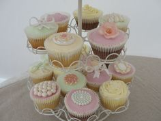 Vintage Wedding Cupcakes.  http://www.cakesbypotts.co.uk/#/gallery-cupcakes/4553216393