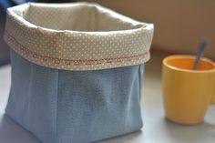 V jednom z minulých príspevkov  som vám predstavila textilné košíky na odkladanie rôznych drobností, vytvorené recykláciou zo starých dží...