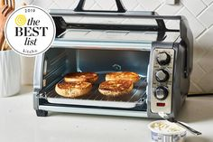 There are two main types of home cooks out there: those who believe in toaster ovens and those who don't. A good pop-up toaster is nice for quickly making toast, but in my professional opinion (I … Countertop Convection Oven, Microwave Oven, Gas Oven, Toaster Oven Recipes, Toaster Ovens, Pop Up Toaster, Small Toaster Oven, Eating Raw, Cooking Utensils