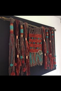 Telar a crochet Weaving Textiles, Weaving Art, Loom Weaving, Tapestry Weaving, Weaving Wall Hanging, Wall Hangings, Yarn Wall Art, Textile Fiber Art, Weaving Projects