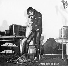 (via Twitter) No 2 in the rare @ThrobbingGrstle Berlin 1980 pic series, here's @coseyfannitutti pic.twitter.com/rTz3rdwfHv
