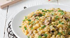 Un gustoso primo piatto firmato Daniele Persegani. Lo chef di Casa Alice ci propone questo gustoso risotto con pasta di salame, funghi porcini e zafferano, una ricetta facile e veloce per portare in tavola un piatto ricco e saporito.