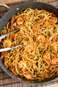 Slimming Eats Low Syn Sweet Chilli Prawns and Noodles - dairy free, Slimming World and Weight Watchers friendly Healthy Salmon Recipes, Fish Recipes, Seafood Recipes, Dinner Recipes, Cooking Recipes, Recipies, Maggi Recipes, Chili, Prawn Noodle Recipes
