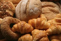 How to choose healthy bread and to recognize harmful ingredients.