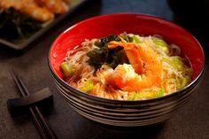 Traditional Japanese cuisine is well known for its exceptional health benefits owing to a great number of dietary nutrients and easy-to-digest dishes. Sômen noodles is one of the fundamental ingredients to the cuisine. Delicious Dinner Recipes, Lunch Recipes, Asian Recipes, Ethnic Recipes, Prawn, Dairy Free Recipes, Seaweed, Food Videos, Noodles