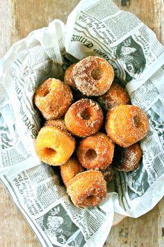 Spicy farm fresh donuts. Baked Donuts, Doughnuts, Cinnamon Donuts, Yummy Treats, Sweet Treats, Yummy Food, Irish Recipes, Yummy Drinks, Breakfast Recipes