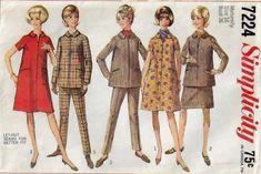 The dress V. Costume Patterns, Dress Patterns, Pattern Dress, Pregnancy Wardrobe, Maternity Wardrobe, Maternity Patterns, Ruffle Apron, Tulip Sleeve, Vintage Vogue