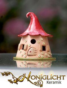 http://de.dawanda.com/product/85611607-kleines-leuchthaus---wichtelhaus---keramik
