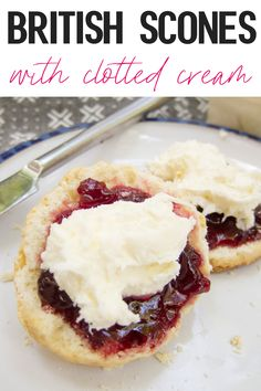 These traditional British scones are quick and easy! Tender, soft, buttery, and SO good. Fresh hot scones are British Desserts, English Desserts, British Food Recipes, English Snacks, English Dessert Recipes, English Recipes, Scottish Recipes, Scones Und Clotted Cream, Clotted Cream Recipes