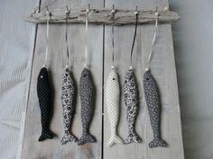 Fish ★ Epinglé par le site de fournitures de loisirs créatifs Do It Yourself https://la-petite-epicerie.fr/fr/261-peintures-tous-supports ★