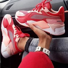 Best Sneakers Of 2019 To Wear With Jeans a+pair+of+trendy+red+Puma+sneakers Red Puma Sneakers, Moda Sneakers, Sneakers Mode, Best Sneakers, Denim Sneakers, Sneakers Workout, Red Trainers, Purple Sneakers, Converse Sneakers