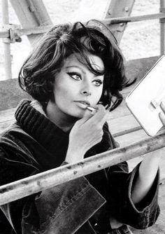 Sophia Loren. S)