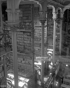 Designed by architect James W. McLaughlin, the Public Library of Cincinnati was dedicated in Cincinnati, Ohio, Cincinnati Museum, Beautiful Library, Library Images, Bookstores, Libraries, Ohio, Old Things, Public, Stock Photos