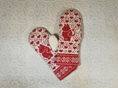 Hand-made adult mittens with moomin pattern by LanaNere on Etsy Beautiful Hands, Mittens, Layers, Cozy, Organic, How To Make, Handmade, Design, Fingerless Mitts