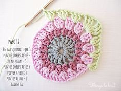 Tutorial: Aprende a hacer granny squares Granny Square Crochet Pattern, Crochet Squares, Crochet Granny, Baby Blanket Crochet, Crochet Motif, Crochet Designs, Crochet Stitches, Crochet Baby, Knit Crochet