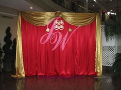 red photo backdrop for wedding backdrops and wedding Gold Backdrop, Diy Photo Backdrop, Diy Photo Booth, Gold Party Decorations, Stage Decorations, Wedding Centerpieces, Chinese Wedding Decor, Party Kulissen, Beauty And The Beast Party