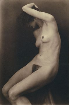 Margaret MICHAELIS Austria 1902 – Australia 1985 Movements: Australia from 1939 No title [Female nude with arm raised] gelatin silver photograph image h x w cm Gift of the Estate of Margaret Michaelis-Sachs Accession No: NGA History Of Photography, Figure Photography, Nude Photography, Monochrome Photography, Vintage Photography, Art Model, Vintage Beauty, Vintage Photos, Vintage Ladies