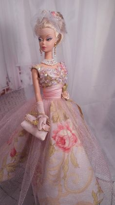 Silkstone BArbie Doll in Pink Gown Barbie Gowns, Barbie Dress, Dress Up, Barbie Outfits, Vintage Barbie Clothes, Doll Clothes, Pink Fashion, Fashion Dolls, Mauve