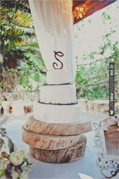Rustic White Wedding Cake created by Your Cake Baker | VIA #WEDDINGPINS.NET