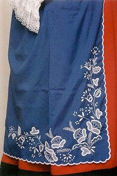 Polish Embroidery, Folk Embroidery, Embroidery Designs, Designer Punjabi Suits Patiala, Polish Folk Art, Folk Clothing, Folk Costume, Dress Sewing Patterns, Indian Designer Wear