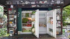 Berlino: due frigoriferi pieni di avanzi contro lo spreco alimentare