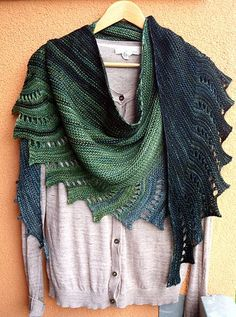 Common Welsh Green Dragon - Close To You by Justyna Lorkowska, knitted by ranmoray (Ravelry name). Malabrigo Yarn Arroyo in Fresco y Seco,… Shawl Crochet, Knit Or Crochet, Knitted Shawls, Crochet Scarves, Lace Knitting, Crochet Clothes, Knitting Buttonholes, Lace Shawls, Knitting Scarves