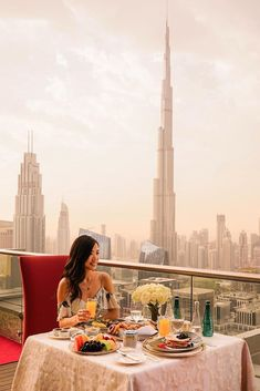 70 Best Honeymoon Destinations In 2020 For Unforgettable Moments ❤ best honeymoon destinations dubai #weddingforward #wedding #bride Honeymoon In Dubai, Best Honeymoon Spots, Popular Honeymoon Destinations, Travel Destinations, City Living, City Chic, Rooftop, New York Skyline, How To Memorize Things