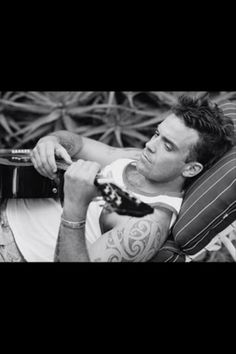 Robbie Williams and his music. Celebrity Photography, Men Photography, Robbie Williams, Music Like, Music Is Life, Top 10 Actors, Clive Owen, Music Icon, Perfect Man